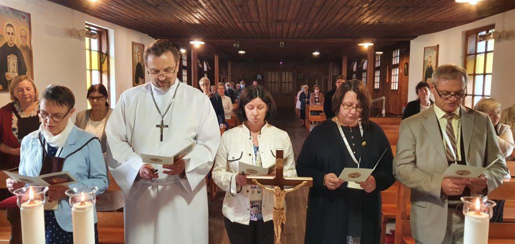 Na zdjęciu znajdują się kolejno (od lewej): Gabriela Żylińska, Bogusław Sudał, Magdalena Czarnecka, Anna Wasilewska i Tadeusz Zabaryłło.